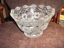 LARGE HEAVY LEAD GLASS FOOTED BOWL DEEP DISH OPAQUE FLOWERS PRETTY RIM 2.35kg